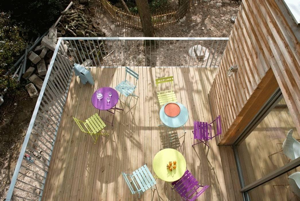 La terrasse: Terrasse de style  par MELANIE LALLEMAND ARCHITECTURES