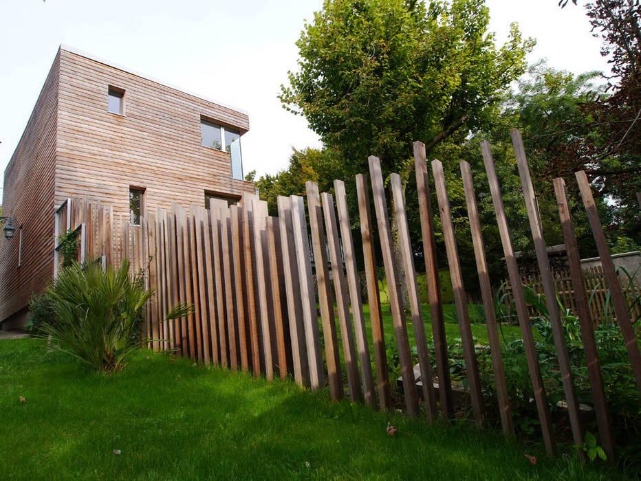 L'extérieur Balcon, Veranda & Terrasse modernes par MELANIE LALLEMAND ARCHITECTURES Moderne