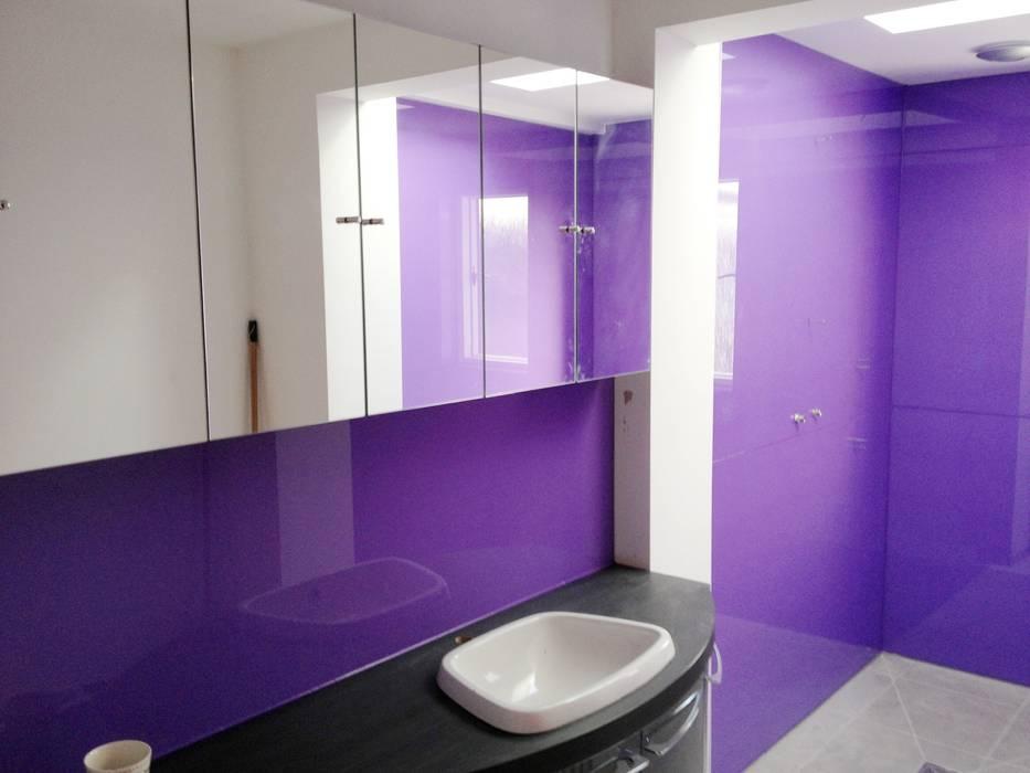 Glass Shower Splash Backs for Wet Room:  Bathroom by UK Splashbacks,