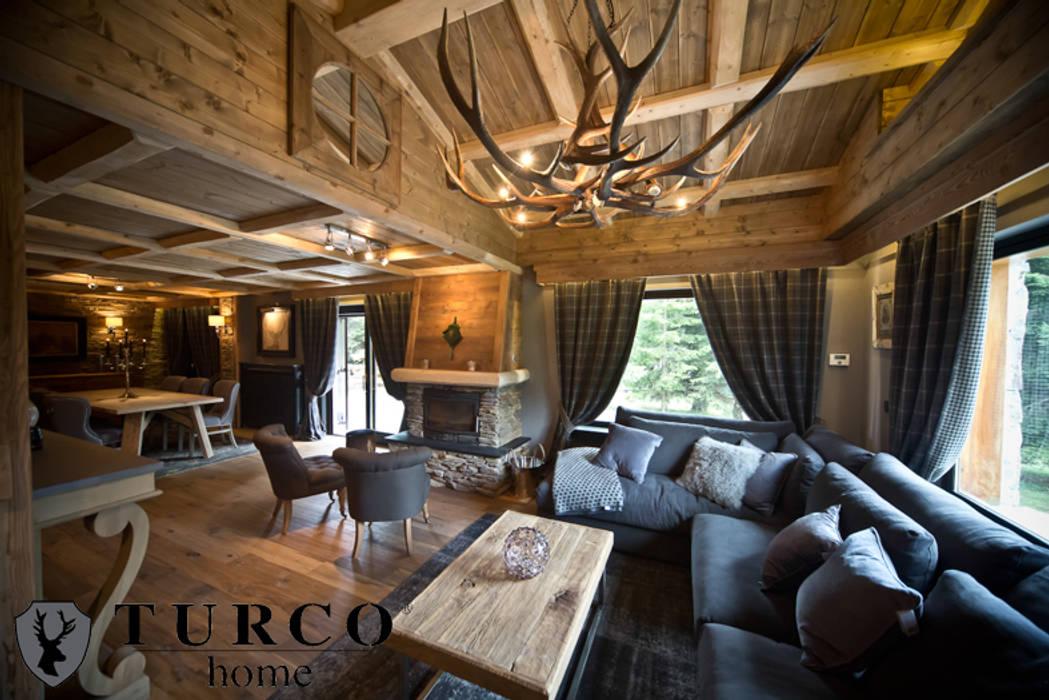 Villa di montagna: soggiorno in stile di turco home srl ...