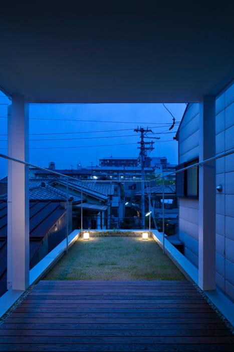 テラス アジア風 庭 の ARCHIXXX眞野サトル建築デザイン室 和風
