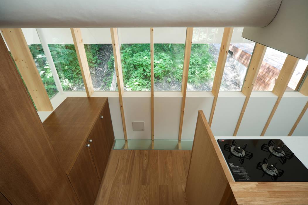 Paredes y pisos de estilo ecléctico de AIDAHO Inc. Ecléctico