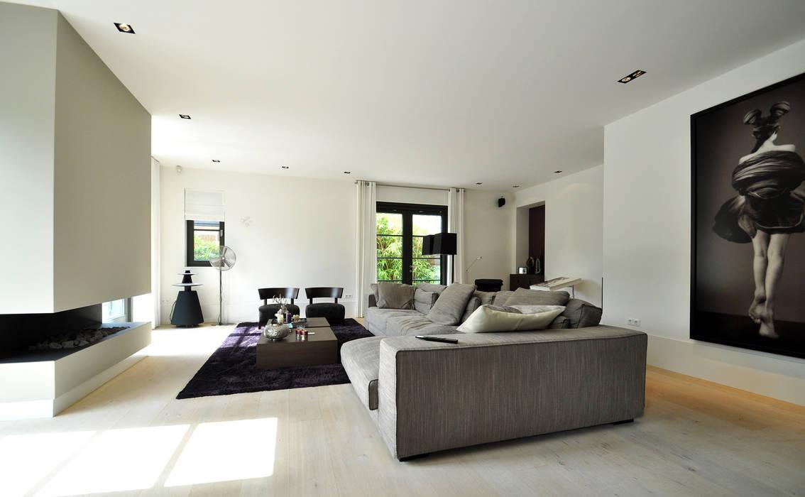 Interieur woonkamer modern landhuis te vinkeveen for Woonkamer design