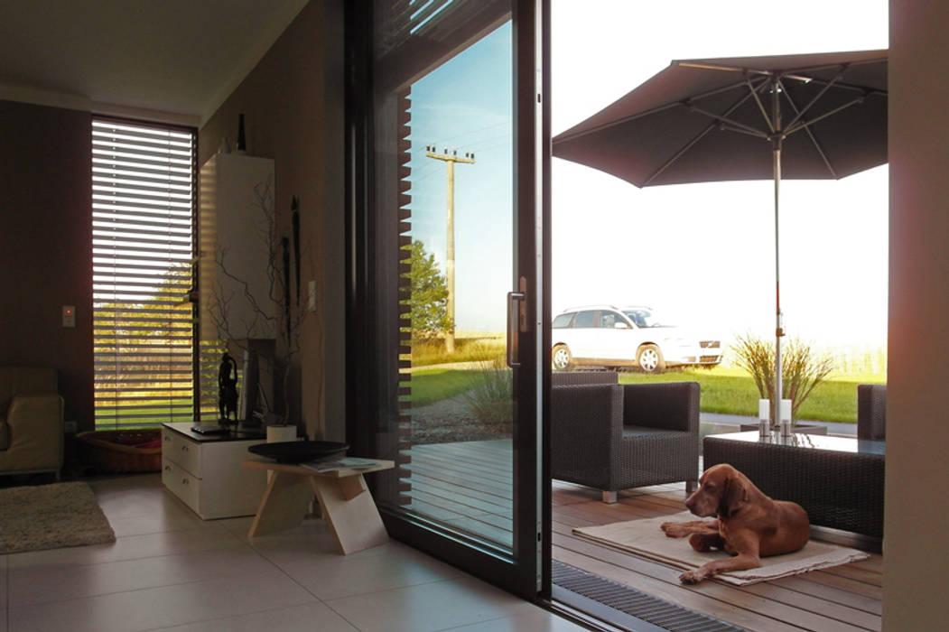 Musterhaus freelance Moderner Balkon, Veranda & Terrasse von smartshack Modern