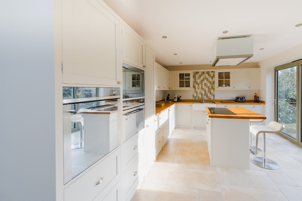 The Quayside Shaker Kitchen Classic style kitchen by NAKED Kitchens Classic