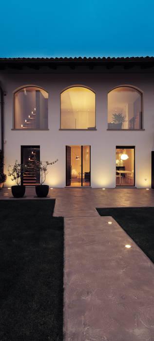 Modern houses by studio antonio perrone architetto Modern