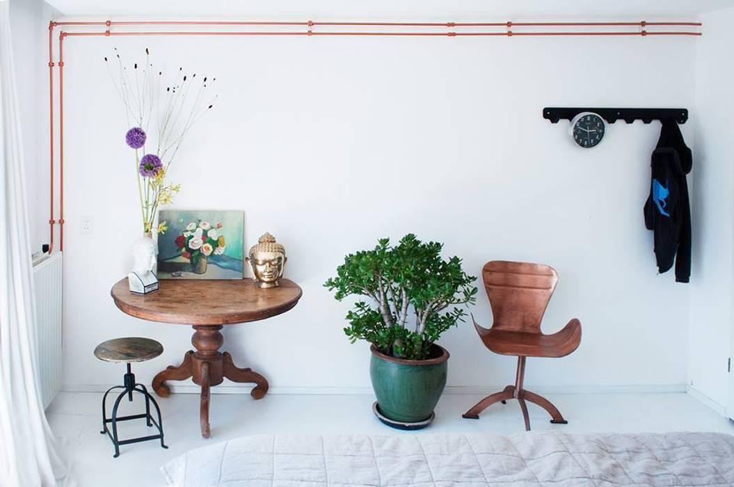 Modern style bedroom by IJzersterk interieurontwerp Modern