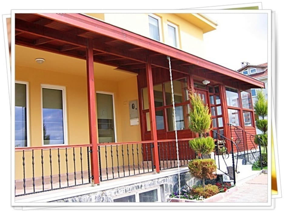 BURSA NİLÜFER / HİLMİ BELKAYALI Rustik Balkon, Veranda & Teras FARFUN AHŞAP DEKORASYON Rustik