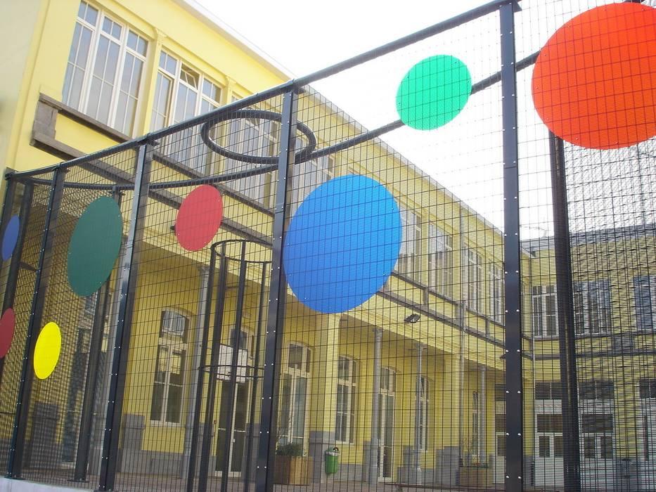 SECURIFOR AFRASTERING Moderne scholen van Betafence Nv Modern