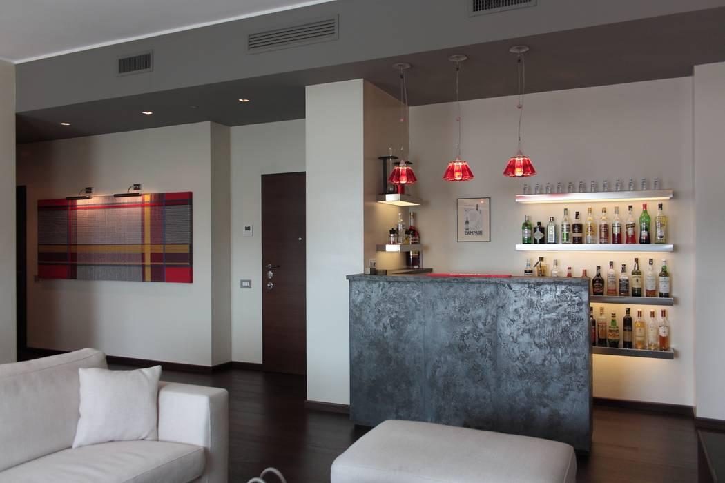 Angolo bar nel soggiorno soggiorno in stile di francesca for Idee di arredamento moderno