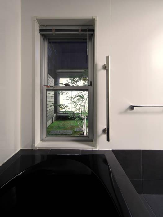 浴室 モダンスタイルの お風呂 の atelier m モダン タイル