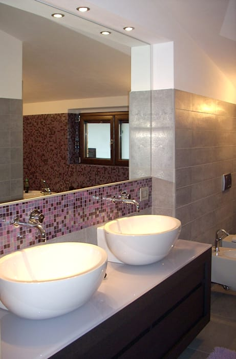 il colore: Bagno in stile in stile Moderno di Eleonora Pozzi Arch Studio