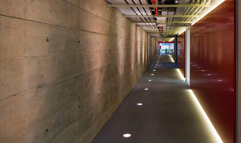 Interior - Núcleo de Operações Centrais: Espaços comerciais  por LoebCapote Arquitetura e Urbanismo