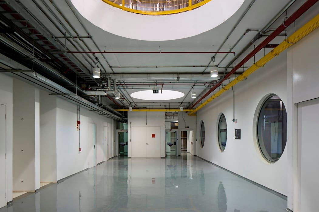 Data Center: Espaços comerciais  por LoebCapote Arquitetura e Urbanismo