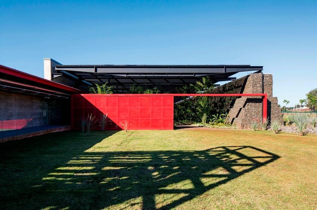 Núcleo de Operações Centrais Portas e janelas modernas por LoebCapote Arquitetura e Urbanismo Moderno