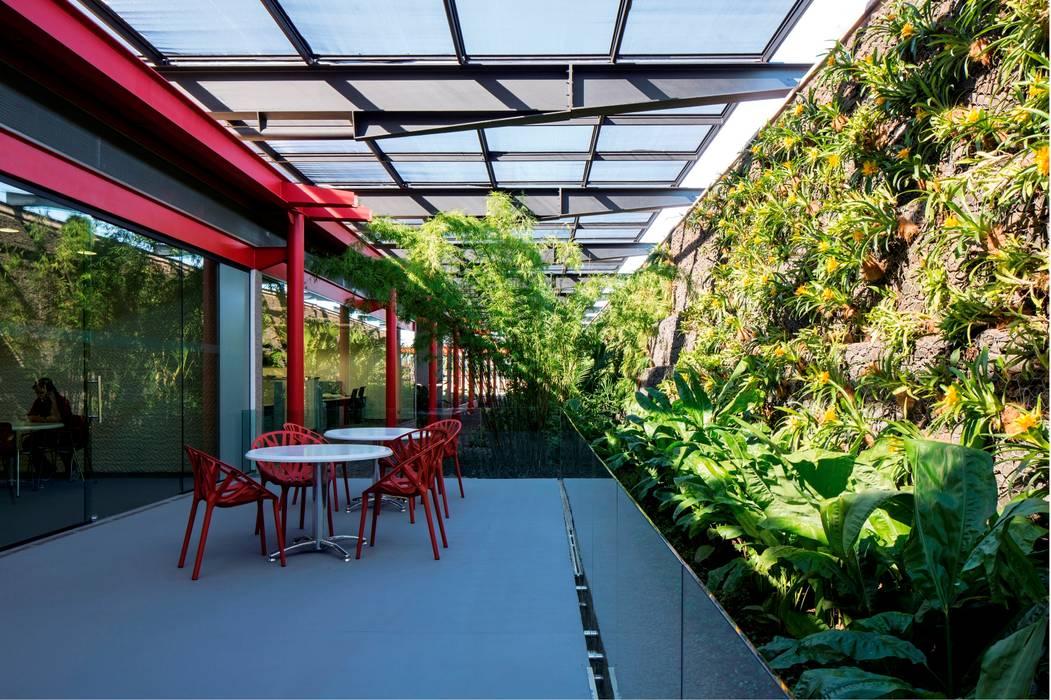 Espaço de Convivência - Núcleo de Operações Centrais Espaços comerciais modernos por LoebCapote Arquitetura e Urbanismo Moderno
