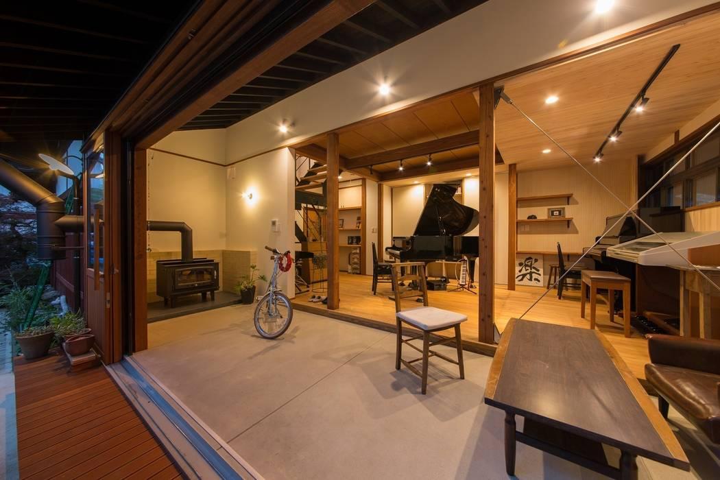 Ruang Multimedia oleh エコリコデザイン一級建築士事務所, Asia