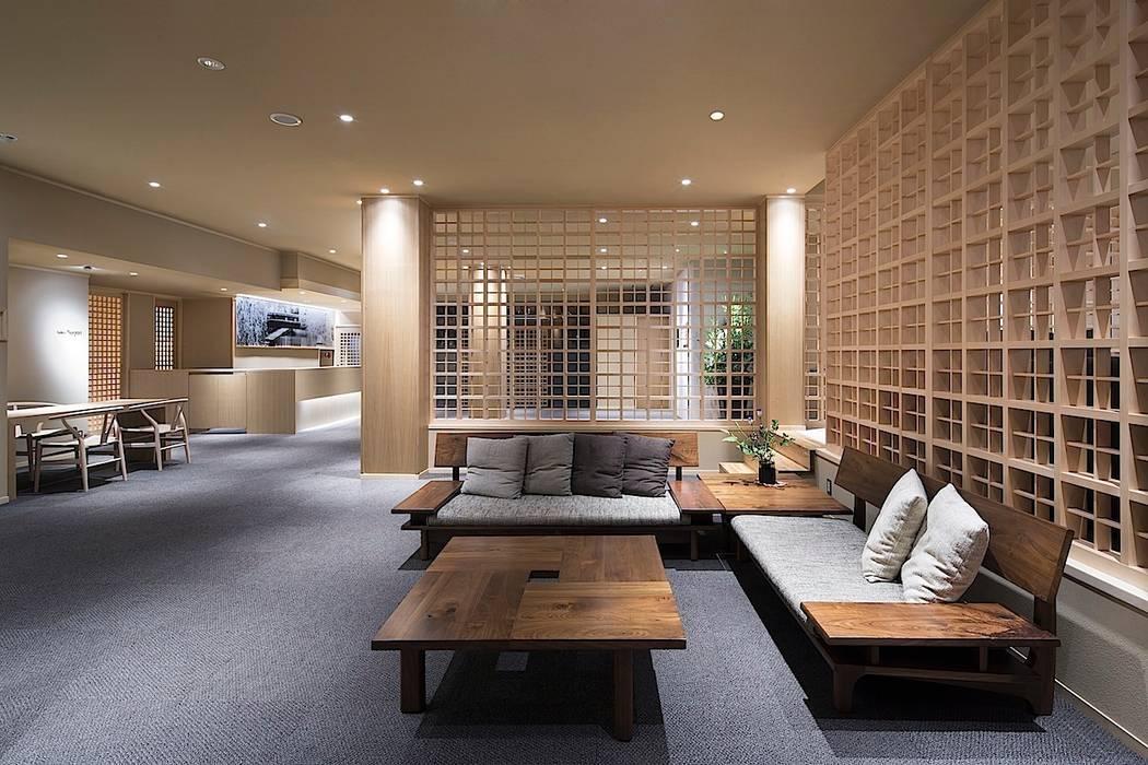 エントランスホール・ロビー: 有限会社 ディー・アーキテクツが手掛けた商業空間です。