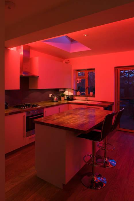 Kitchen:  Kitchen by Elektra Lighting Design,