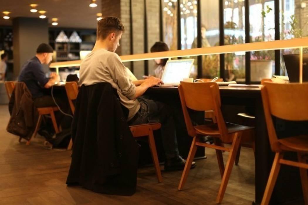 Lobby cafe Modern hotels by Elektra Lighting Design Modern