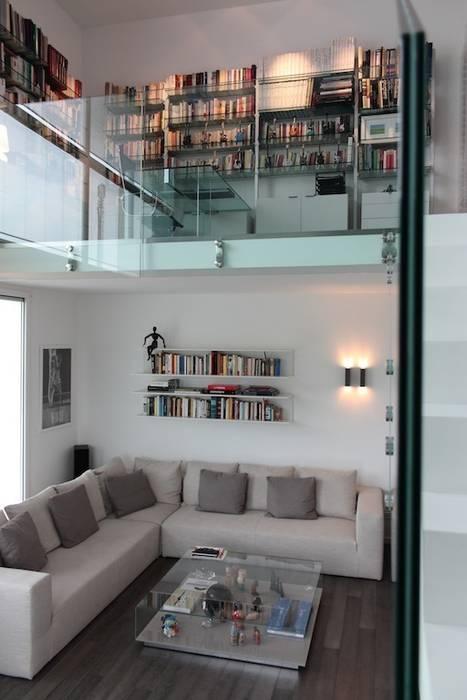 Soggiorno con studio sul soppalco: soggiorno in stile di francesca ...
