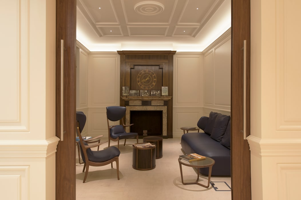 Waiting area Classic office buildings by Elektra Lighting Design Classic
