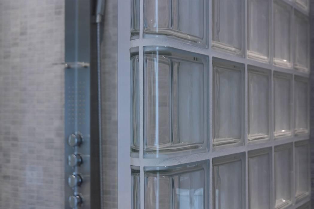 Prticolare della parete doccia in vetrocemento Francesca Bonorandi BagnoVasche & Docce