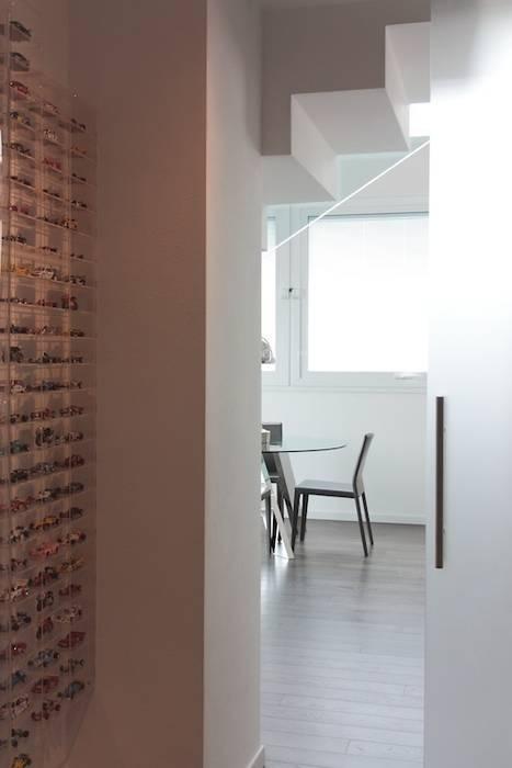 Francesca Bonorandi Minimalist corridor, hallway & stairs