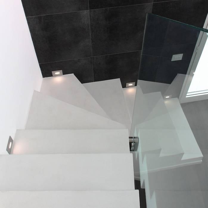Scala in cemento e vetro Francesca Bonorandi Ingresso, Corridoio & ScaleScale
