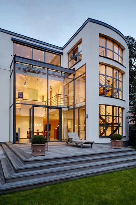 Blick über die Terrasse Moderne Häuser von Architekturbüro Lehnen Modern