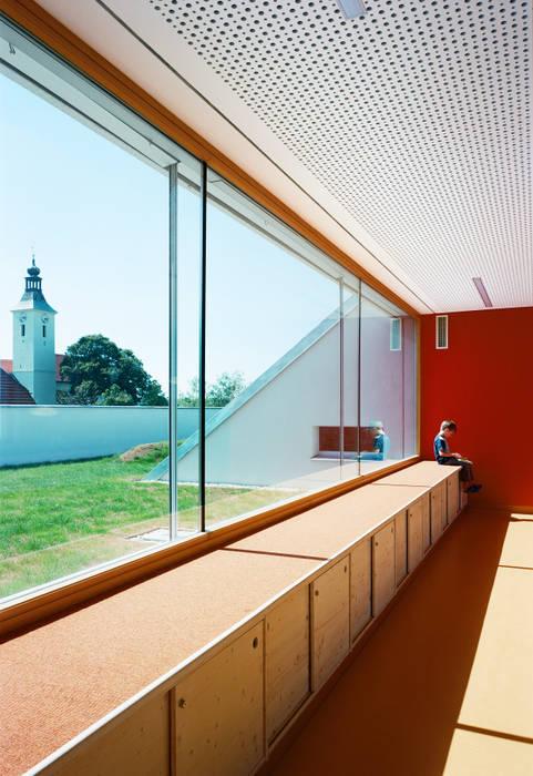 Kindergarten Drasenhofen / NÖ: modern  von Abendroth Architekten,Modern