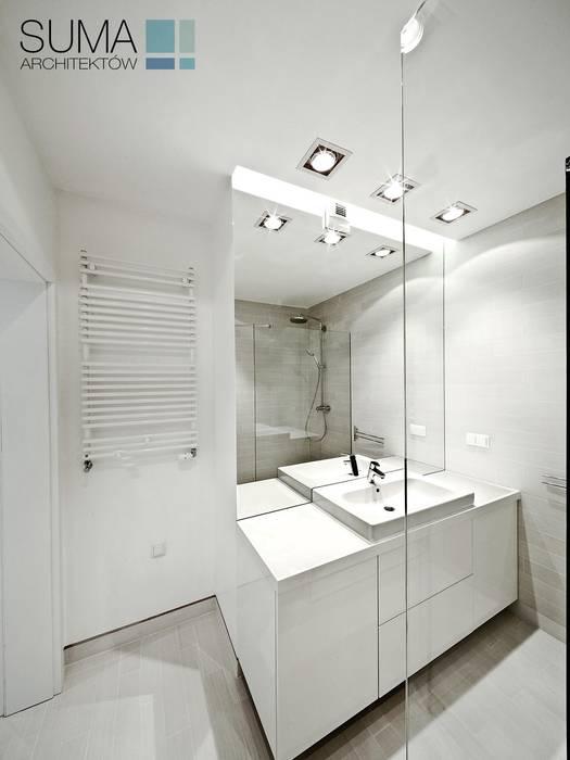 WHITE ONE Minimalistyczna łazienka od SUMA Architektów Minimalistyczny