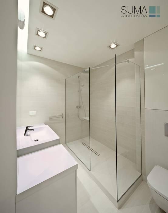 WHITE ONE: styl , w kategorii Łazienka zaprojektowany przez SUMA Architektów