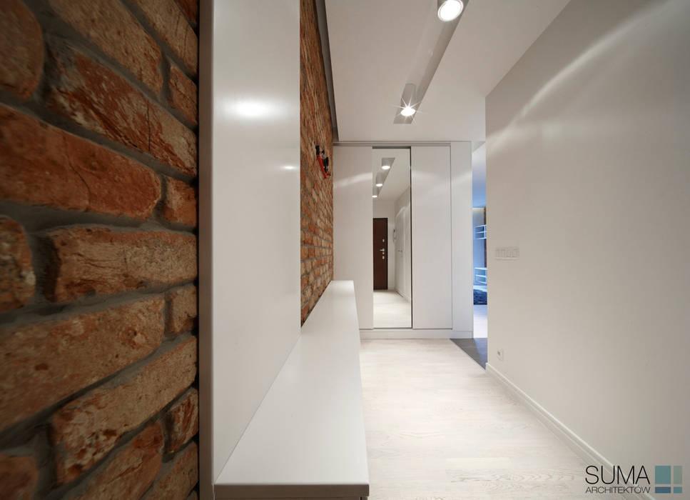 LOFT ONE Industrialny korytarz, przedpokój i schody od SUMA Architektów Industrialny