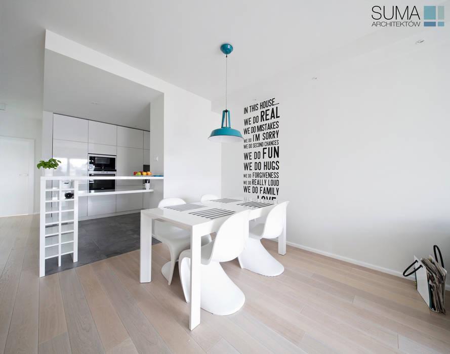 MODERN ONE Skandynawska jadalnia od SUMA Architektów Skandynawski