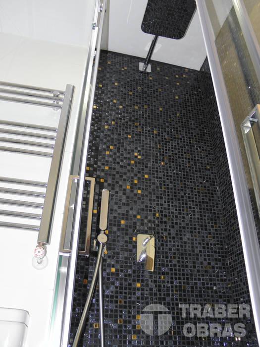Cuarto de baño de dormitorio principal. : Baños de estilo  de Traber Obras