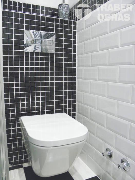 Cuarto de baño principal - inodoro suspendido. Baños de estilo moderno de Traber Obras Moderno