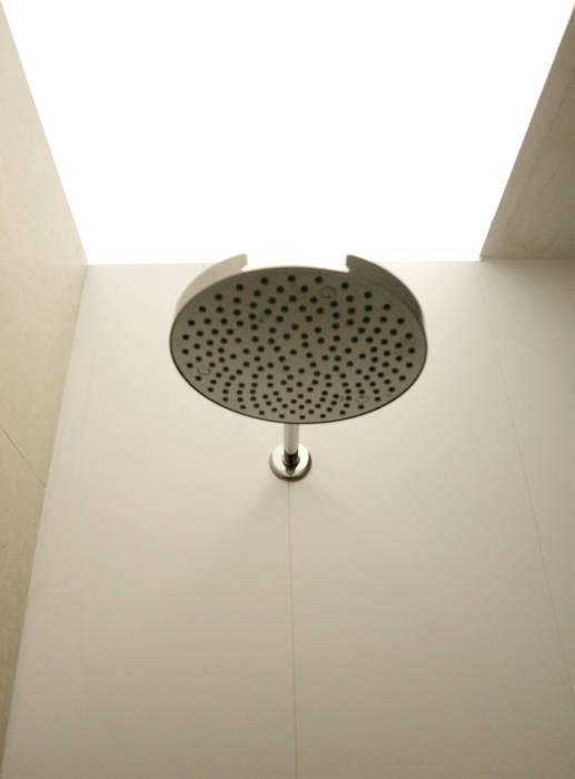 Casa M: Bagno in stile in stile Minimalista di Giandomenico Florio Architetto