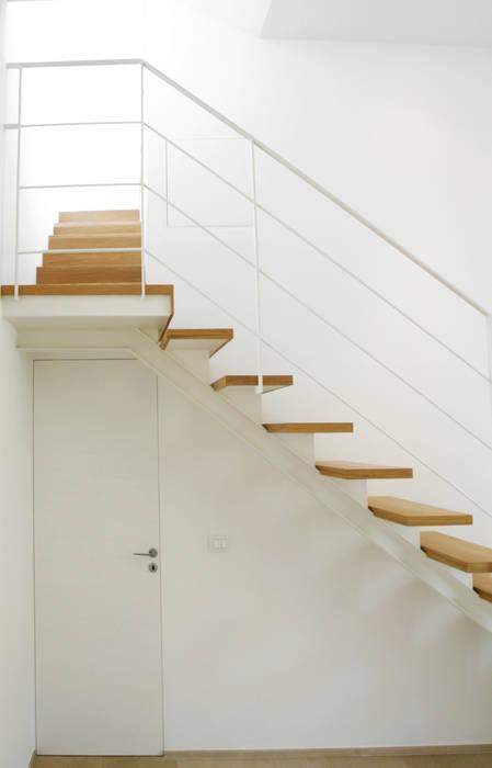 Casa M Giandomenico Florio Architetto Ingresso, Corridoio & Scale in stile minimalista