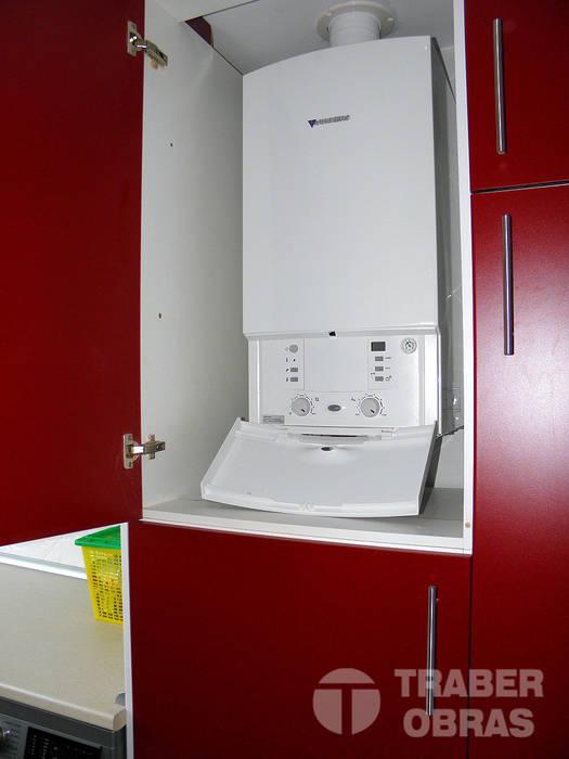 Reforma integral de vivienda por Traber Obras . Cocina - detalle caldera. Traber Obras Cocinas de estilo moderno