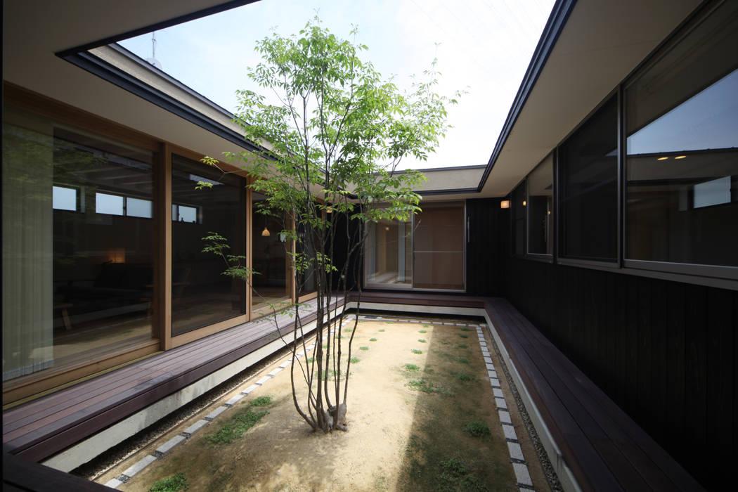 中庭 モダンな庭 の 青木昌則建築研究所 モダン