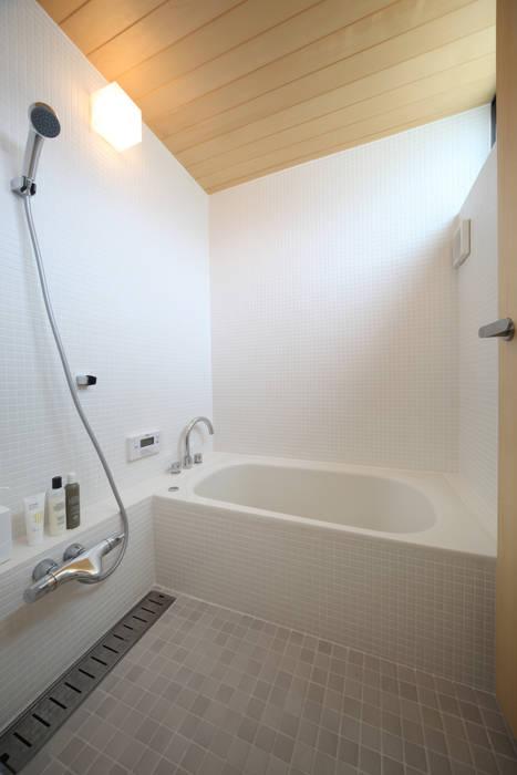 浴室 北欧スタイルの お風呂・バスルーム の 青木昌則建築研究所 北欧