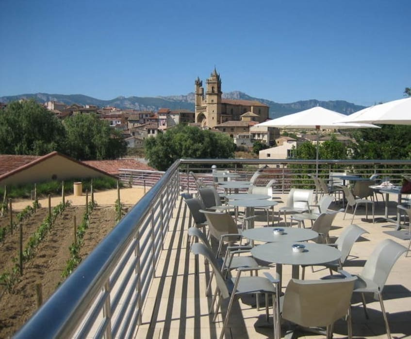 City Of Wine Complex Marqués De Riscal (Gehry Partners LLC) - BEIGE PINAR sandstone ARENISCAS STONE Hoteles de estilo moderno