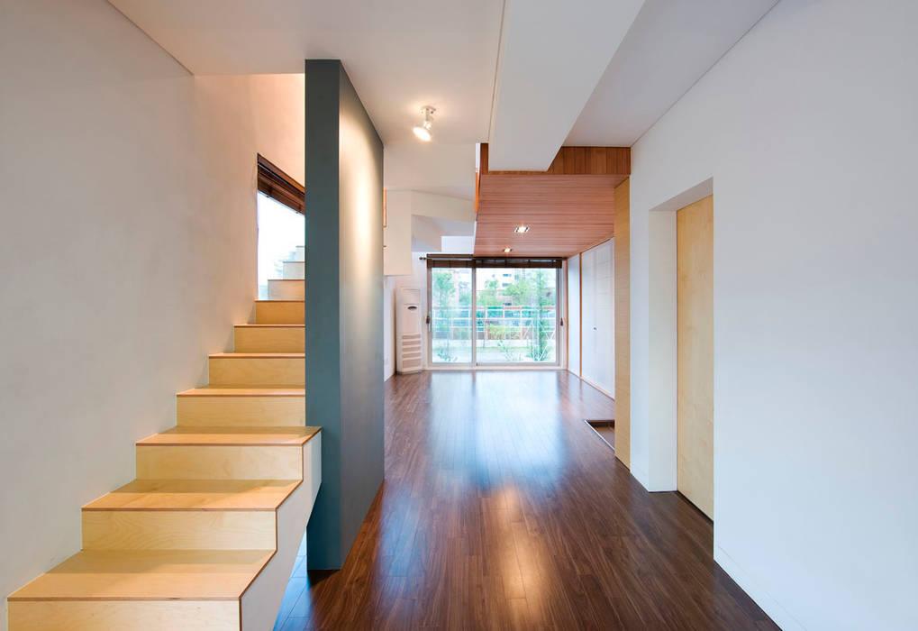 Moderne Wohnzimmer von CHORA Modern