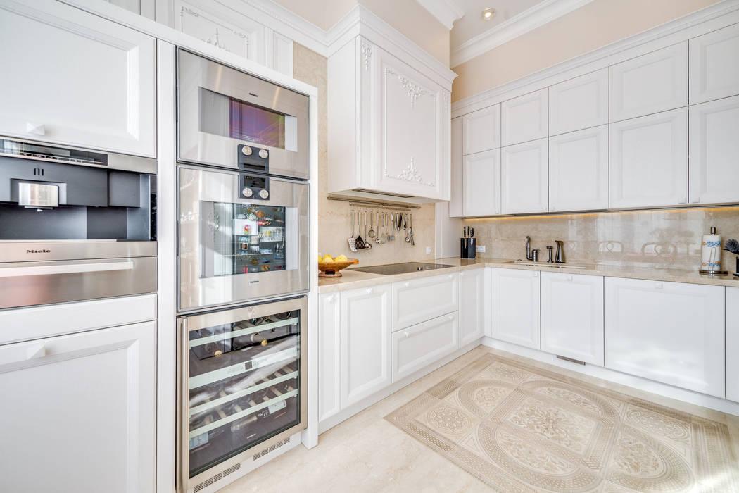 """Квартира в жилом комплексе """"Парадный квартал"""" Be In Art Кухня в классическом стиле"""