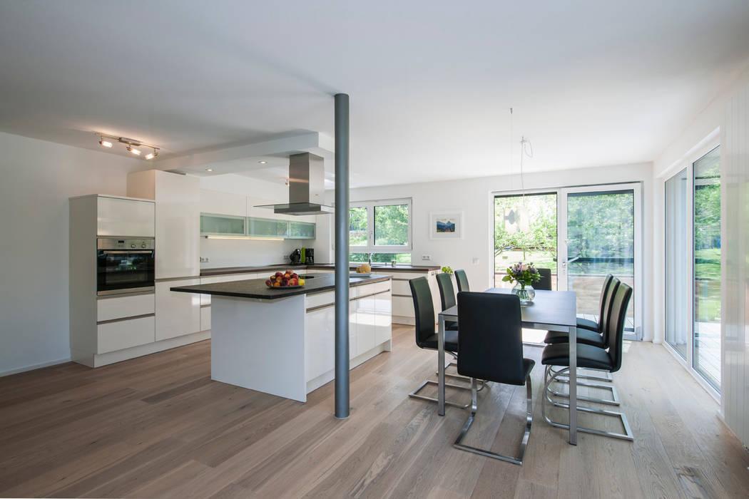 Столовые комнаты в . Автор – KitzlingerHaus GmbH & Co. KG, Модерн
