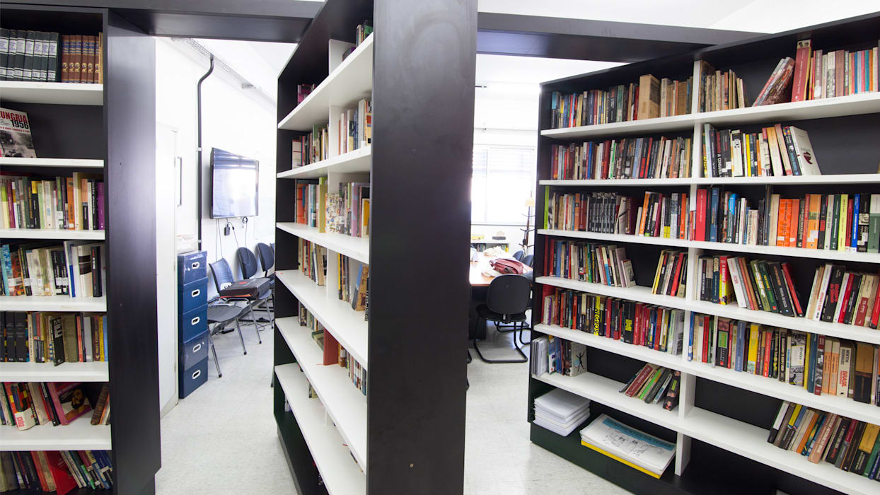 Mutabile Arquitetura Modern style study/office