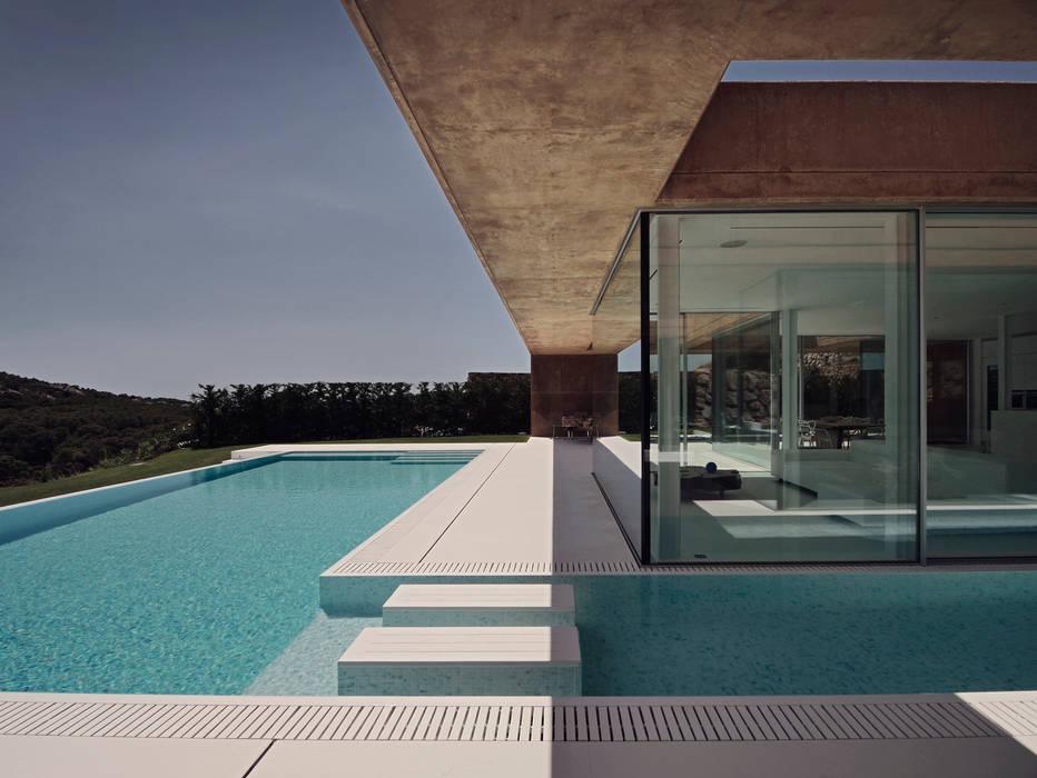 Rehabilitación de vivienda unifamiliar en Begur, Costa Brava, Baix Empordá Piscinas de estilo minimalista de MANO Arquitectura Minimalista