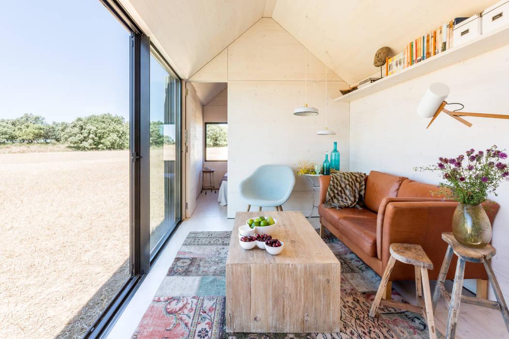 CASA TRANSPORTABLE ÁPH80 ÁBATON Arquitectura Phòng khách phong cách mộc mạc