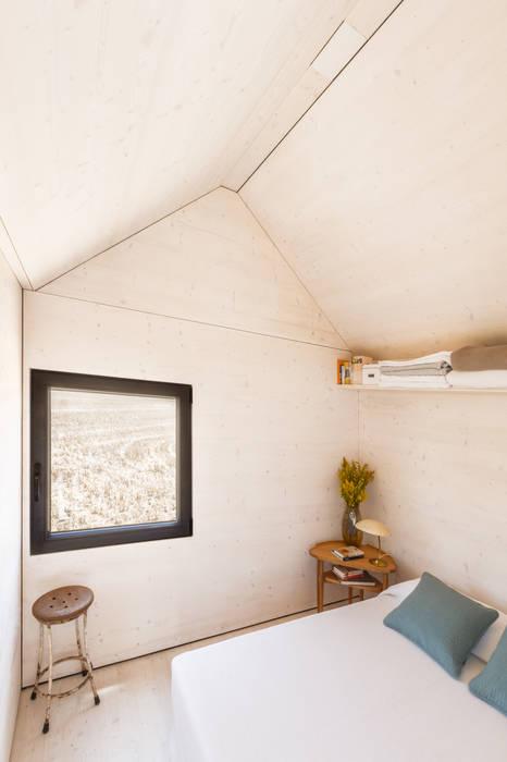 CASA TRANSPORTABLE ÁPH80 ÁBATON Arquitectura Rustic style bedroom